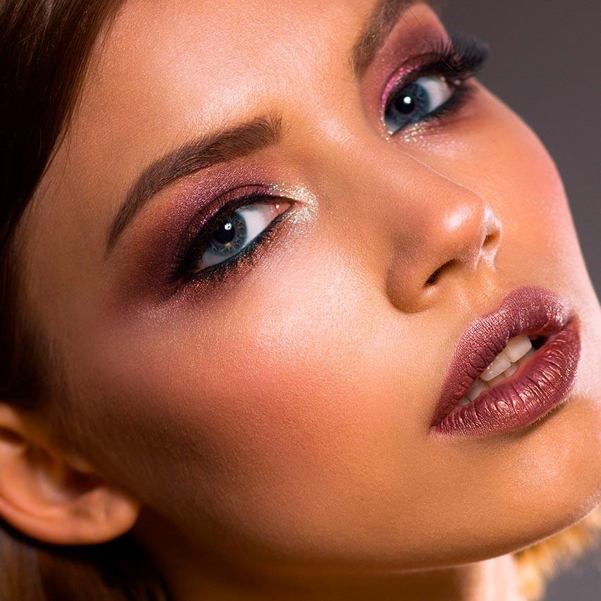 1. Paleta X 2. Labial X 3. Delineador X  Maquillaje para navidad